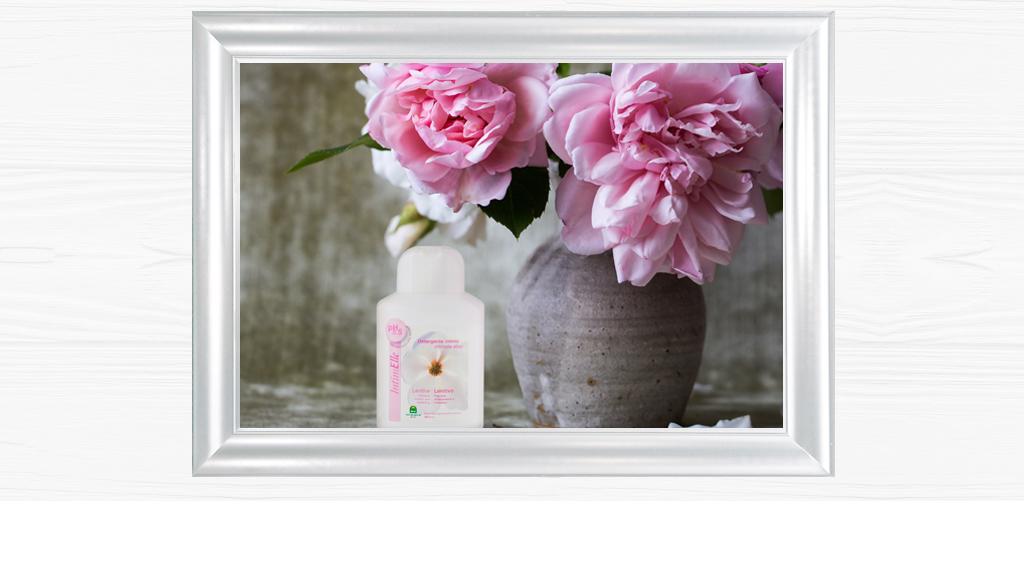 L'igiene intima più delicata, per tutta la famiglia. Una linea di prodotti con formulazioni di ultima generazione, che impiegano esclusivamente tensioattivi vegetali ad alta dermoattività per una fresca e completa sensazione di benessere.